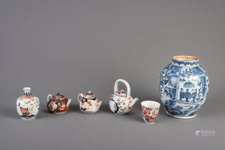 A varied collection of Japanese Imari and blue and white porcelain, Edo, 17th/18th C.