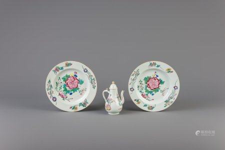 A pair of Chinese famille rose plates and a jug and cover, Yongzheng
