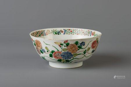 A Chinese famille verte bowl with floral design, Kangxi