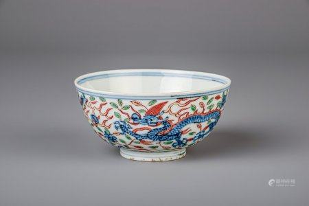 A Chinese wucai bowl with dragons chasing the pearl, Wanli mark, 19th/20th C.