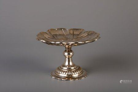 A Chinese silver tazza with floral design, marked, 20th C.