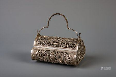 A silver open worked box with flowers and birds, 'T.90 Da Guang mark', Cambodia, 20th C.