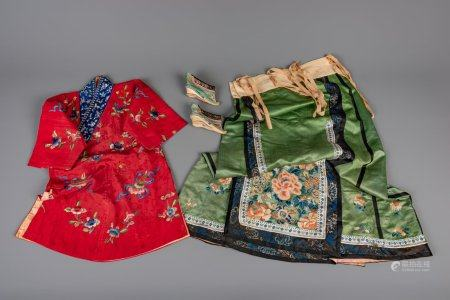 A Chinese embroidered red children's robe, a green silk woman's dress and a pair of lotus shoes, Qing