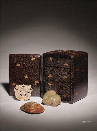 古玉珍藏宝盒 共三件、内含古兽镇二件、玉龙佩一件