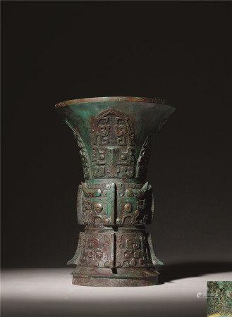西周 青铜饕餮纹尊
