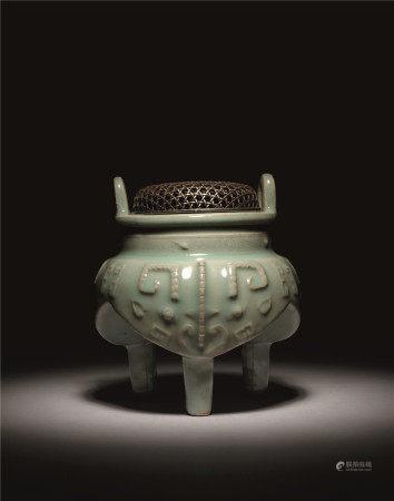 元 青瓷饕餮纹鬲式炉