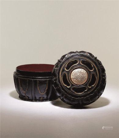 元 黑漆嵌螺钿轮花盖盒