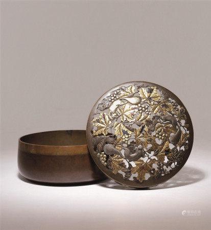 明治时期 金工象嵌松鼠葡萄盖盒