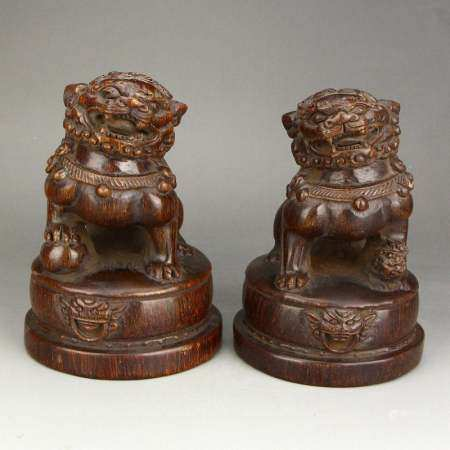 A Pair Vintage Chinese Ox Horn Loins Statues