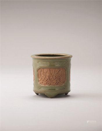 明中期  青瓷回文香炉