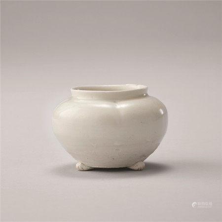 晚唐~五代 白瓷三足壶
