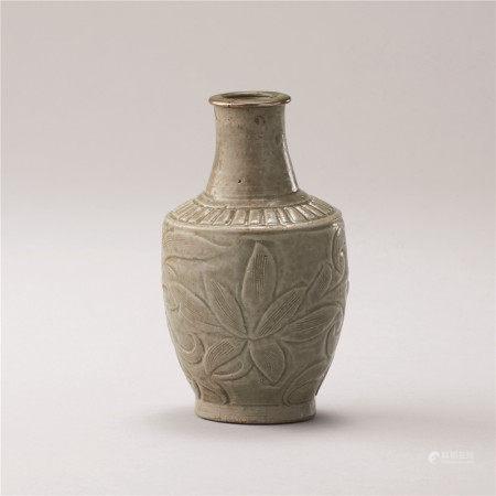 北宋 青瓷刻花纹瓶
