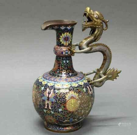 Henkelkanne, China, spätes 19. Jh., Cloisonné und wenig Champlevé, kugelige Form mit Hals, Henkel in