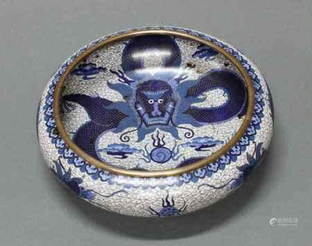 Schale, China, um 1900, Cloisonné, außen zwei Drachen mit Perle über Wellen, innen ein weiterer