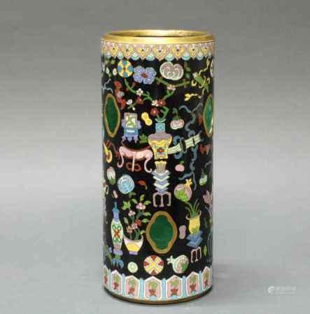 Hutständer, China, um 1900, Cloisonné, zylindrisch, sechs passige Öffnungen in der Wandung,