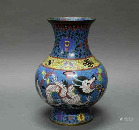 Vase, China, um 1900, Cloisonné, Birnform, dekoriert mit zwei Drachen und Emblemen über lishui,