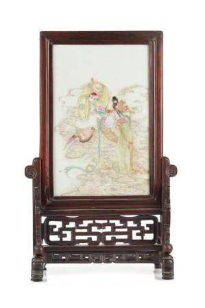 FAMILLE ROSE PORCELAIN SCREEN ON WOOD STAND