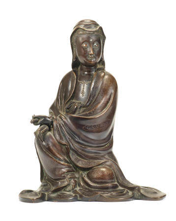 A silver-wire-inlaid bronze figure of Guanyin Inlaid Shisou two-character mark, Qing Dynasty