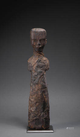 A very rare carved wood figure of a court lady Chu Kingdom/Warring States Period (2)