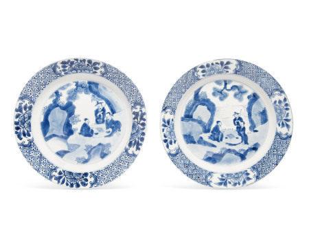 KANGXI PERIOD (1662-1722) 清康熙 青花高士图盘两件