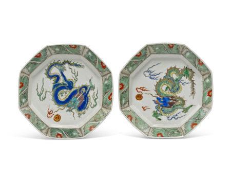 KANGXI PERIOD (1662-1722) 清康熙 青花戏珠龙纹八方盘两件