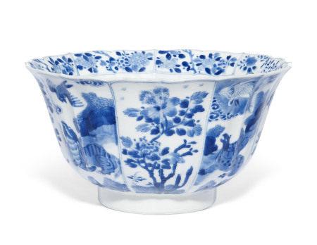 KANGXI PERIOD (1662-1722) 清康熙 青花瑞兽纹碗