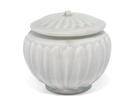 SONG DYNASTY (960-1279) 宋 青白釉花瓣纹盖罐