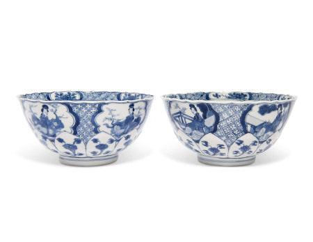 KANGXI PERIOD (1662-1722) 清康熙 青花开光仕女纹碗一对