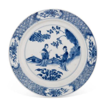 KANGXI PERIOD (1662-1722) 清康熙 青花人物图盘
