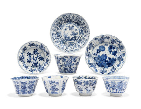 KANGXI PERIOD (1662-1722) 清康熙 青花花卉纹碟三件及杯四件