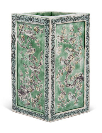 KANGXI PERIOD (1662-1722) 清康熙 五彩花鸟纹笔筒