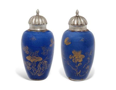 The porcelain, KANGXI PERIOD (1662-1722) 清康熙 洒蓝描金花卉纹罐一对
