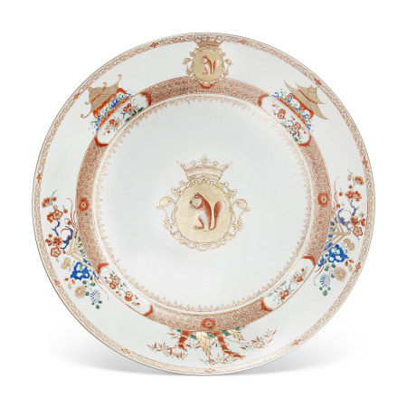 YONGZHENG PERIOD, CIRCA 1730-1735 清雍正约1730年至1735年 五彩荷兰徽章纹盘