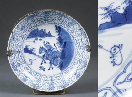 .COUPE FESTONNEE EN PORCELAINE BLEU BLANC Chine, Dynastie Qi