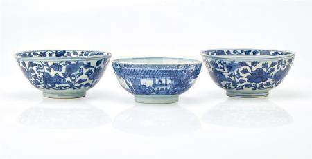 THREE BLUE AND WHITE BOWLS QING DYNASTY, 18TH CENTURY (3) 19