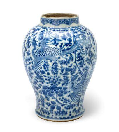 A BLUE AND WHITE VASE QING DYNASTY, 18TH CENTURY (2) 35.5 cm