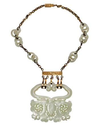 A WHITE JADE 'BUTTERFLY' NECKLACE, 19TH/20TH CENTURY pendant