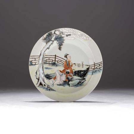 A CHINESE FAMILLE ROSE 'MAIDEN' PLATE, REPUBLIC PERIOD, 1912 – 1949 Painted with a maiden seated