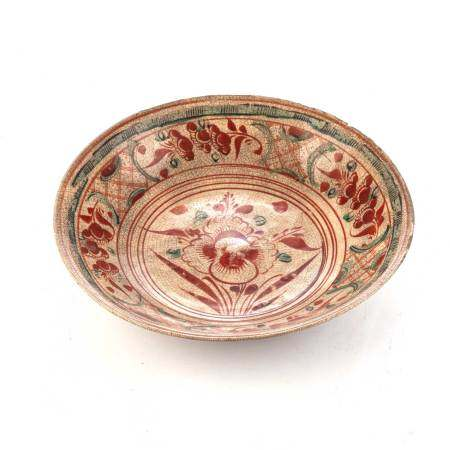A CHINESE POLYCHROME SWATOW, ZHANGZHOU, DISH, MING DYNASTY 16TH / 17TH CENTURY Freely painted in