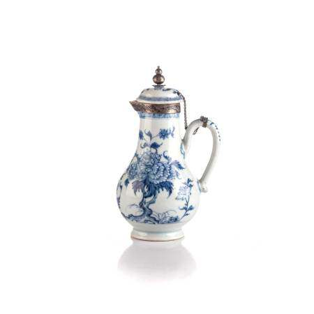 A CHINESE BLUE AND WHITE SILVER MOUNTED SPARROW-BEAK JUG AND COVER, QING DYANSTY, QIANLONG 1735 –