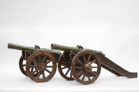 A pair of bronze cannons (43x96x39cm)
