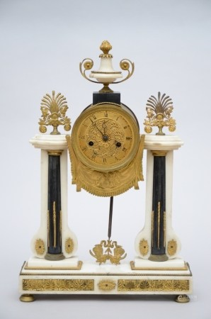Louis XVI clock in marble and gilt bronze (10x32x49cm)