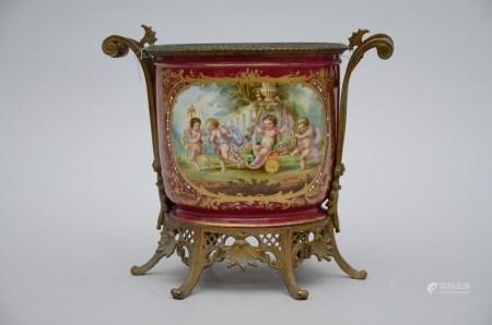 Porcelain planter with bronze mounts, circa 1900 (30cm)