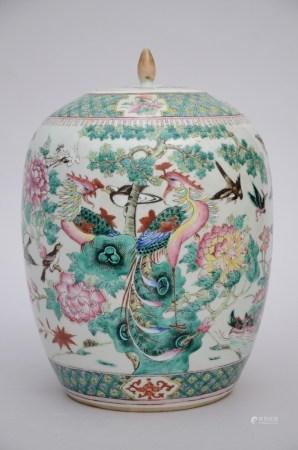 A ginger jar in Chinese famille rose porcelain 'birds' (31cm)