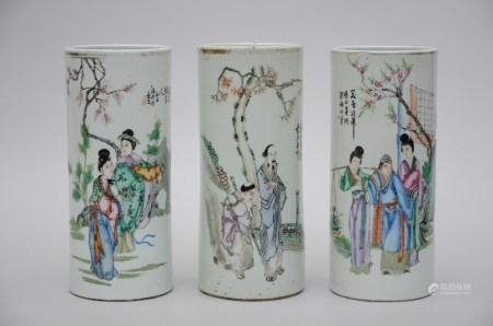 Lot: 3 hat stands in Chinese porcelain 'characters' (28cm)