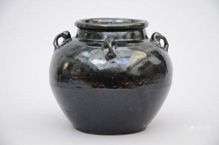 An Asian vase with black glaze (22cm)