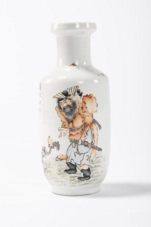 Vase in Chinese porcelain 'Zhong Kui', signed (*) (25cm)