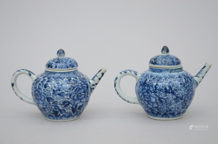 Two teapots in Chinese blue and white porcelain, Kangxi period (*) (11cm)