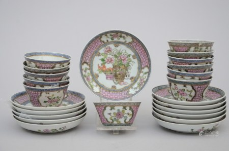 Set of 12 cups and saucers in famille rose porcelain, Samson (*) (10cm)