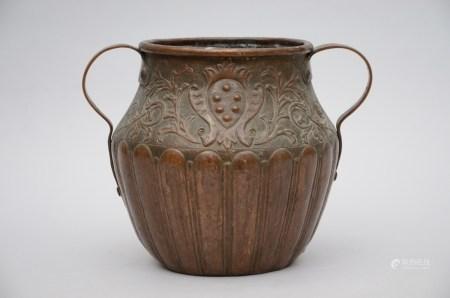 A copper pot with Medici coat of arms (31cm)